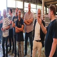 Collèges : les cuisiniers en visite à la ferme